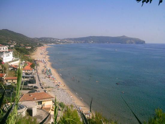 Residence Resort Capo d'Arena: La spiaggia vista dal residence