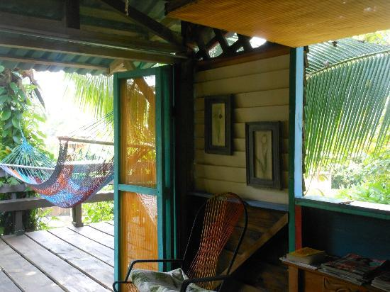 Walaba Hostel & Beach Houses : looking out onto the balcony