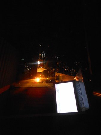 Walaba Hostel & Beach Houses: Balcony at night...