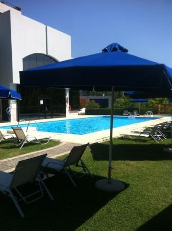 Sheraton Tirana Hotel: pool bar