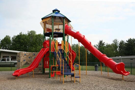 Yogi Bear's Jellystone Park at Birchwood Acres: Cool Playground with BIG Slide