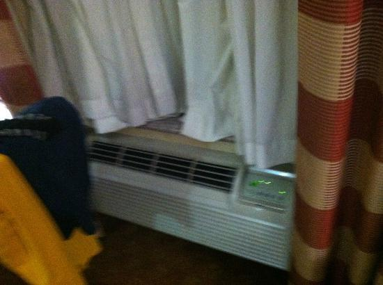 Lexington Inn at JFK Airport: AC