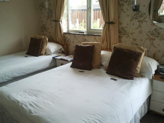 The Royal Bridlington: larger bedroom