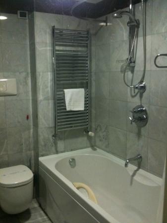 Italiana Hotels Cosenza : doccia