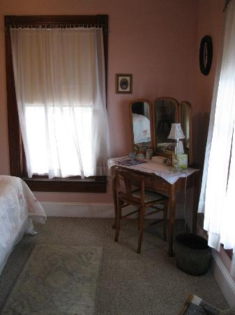 Pleasant Beach Hotel : Room 2 with partial view of water