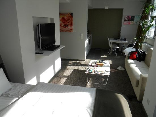 Aspria Berlin Ku'damm: Good nook with TV and sofa