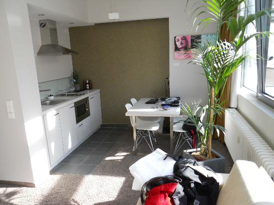 Aspria Berlin Ku'damm: Fully equipped kitchen with an oven, microwave, etc.