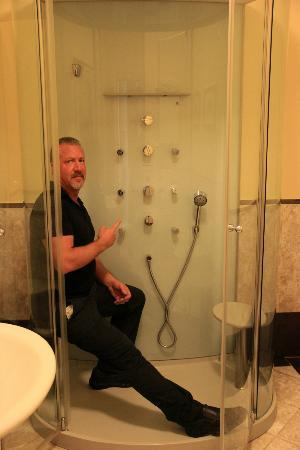 La Casa del Garbo: what an awesome shower!