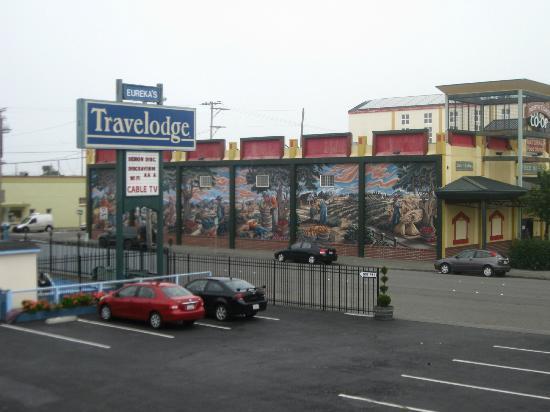Travelodge Eureka: parking area