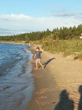 Carp Lake, MI: Lakeshore campground beach