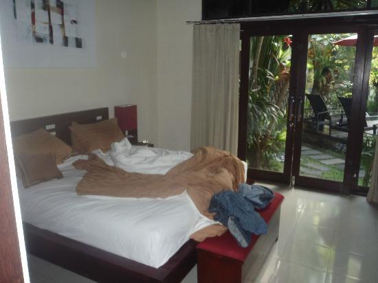 Rumah Santai Villas: Looking across room