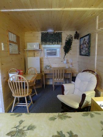 Errol Motel: Eating area