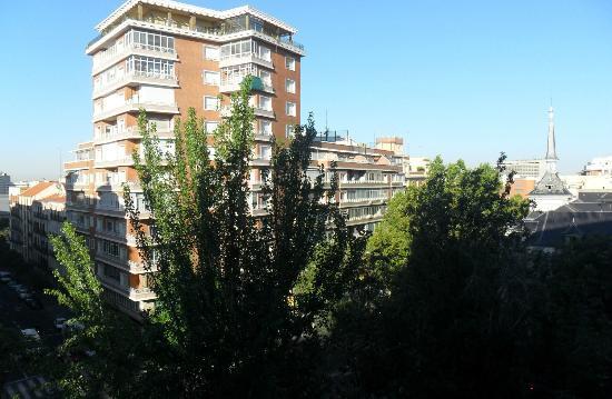 Leonardo Hotel Madrid City Center: Veduta dalla camera