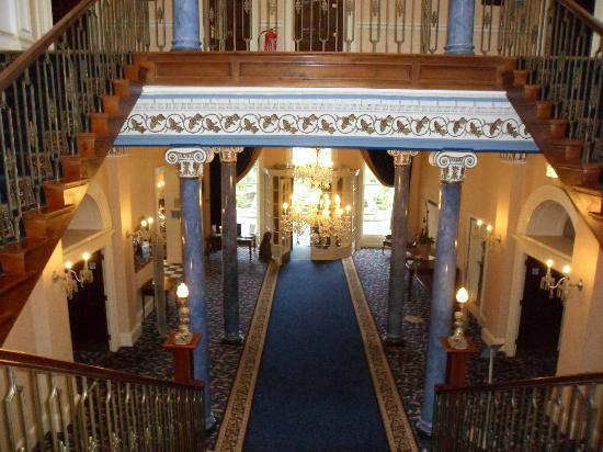 Shrigley Hall Hotel, Golf & Country Club: The view down the main staircase from the first floor.