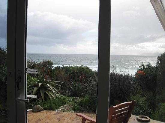De Kelders B&B: View from Whale suite