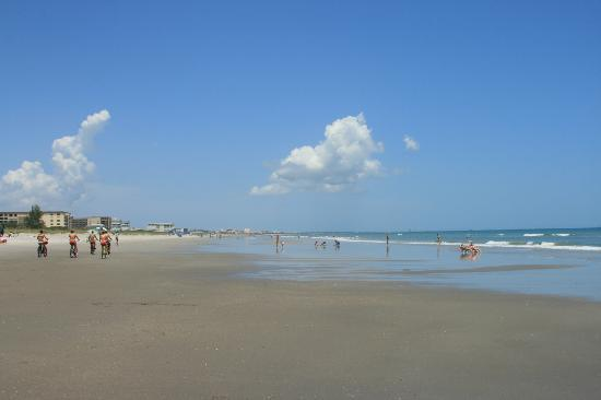 Resort on Cocoa Beach: View north on the beach