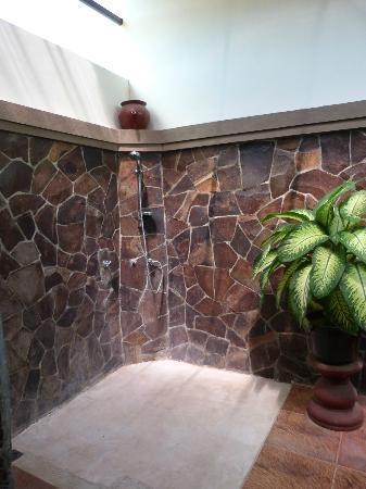 Citra Lestari Cottages: Douche à ciel ouvert