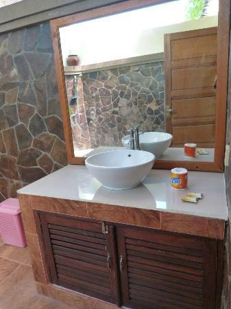 Citra Lestari Cottages: Salle de bain