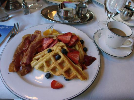The Berkeley Hotel: delicious breakfast