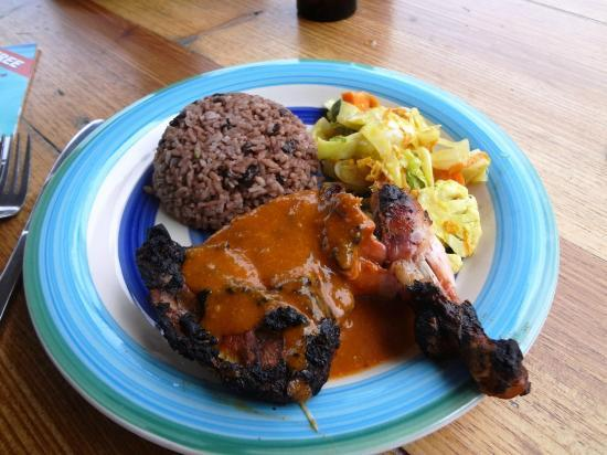 Athens Gate Beach Resort: Robin's Kitchen