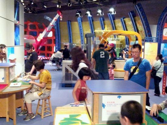 Kids Having Fun At The Hong Kong Science Museum Picture