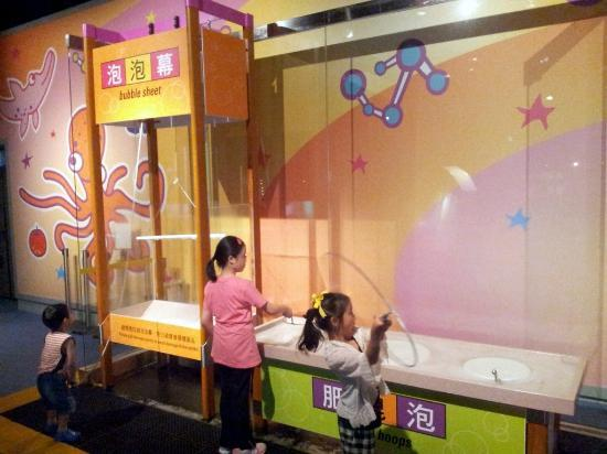 Kids Making Huge Bubbles In The Kid S Room At The Hong