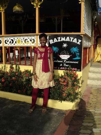 Razmataz: Exterior during the day! My color scheme was a coincidence