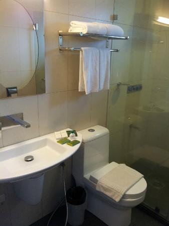 Court Meridian Hotel: Bathroom