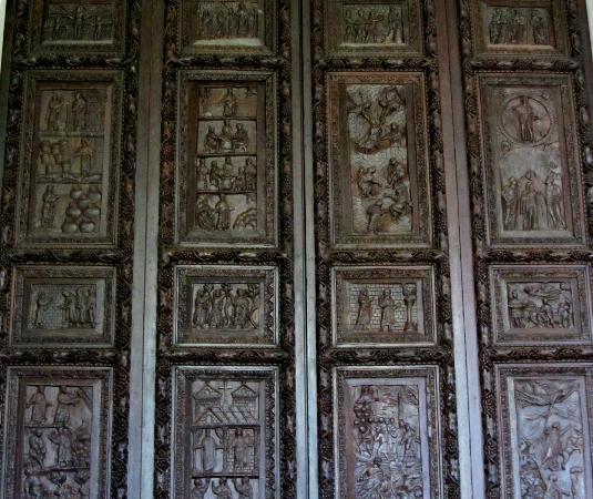 Basilica di Santa Sabina: 5th century carved wooden door at Santa Sabina