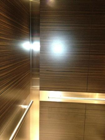 Fairfield Inn & Suites Washington, DC/Downtown: Inside Elevator