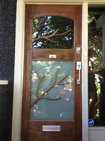 House On Dunbar B&B: Font Door