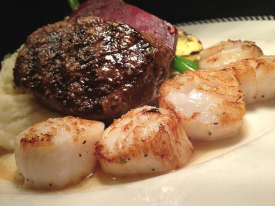 Louie's Steakhouse and Lounge: Beef Tenderloin with Scallops