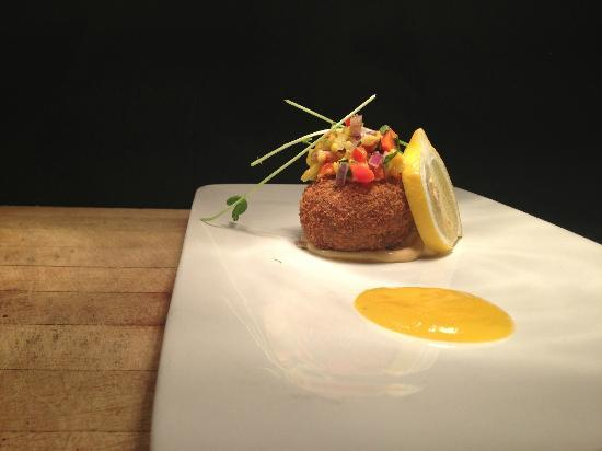 Louie's Steakhouse and Lounge: Crab Cake