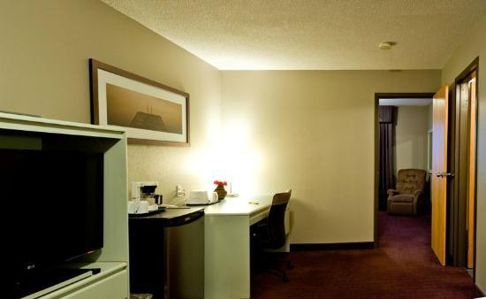 Super 8 Toronto North: Room