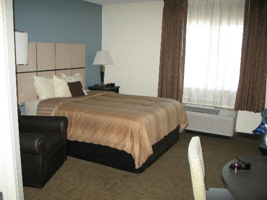 Candlewood Suites Phoenix: queen bed