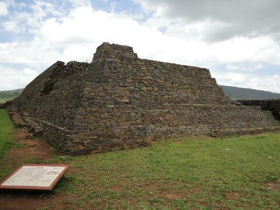 Casa Candiles Inn: Ruins at Tzintzuntzan