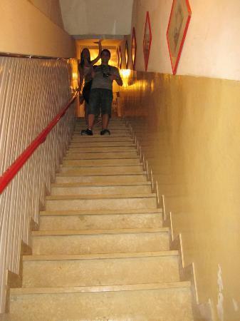 casa chiumento: Escada para chegar aos quartos