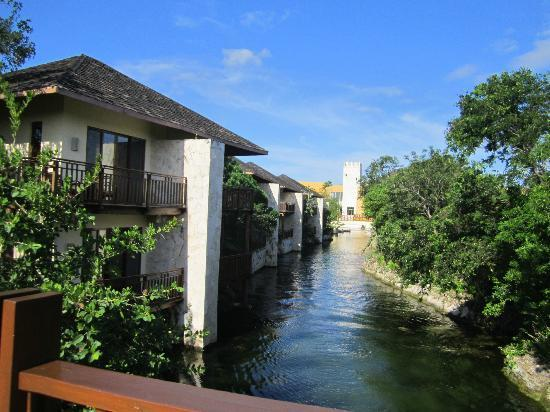Fairmont Mayakoba: view of some of the lagoon-view rooms