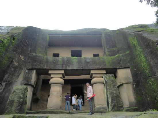 Kanheri Caves: Magnificient stupa hall cut into rock