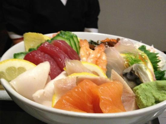 Kobe-an Japanese Restaurant: Chirashi Sushi or Scattered Sushi Plate