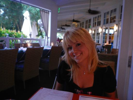 Essensia Restaurant & Lounge: Outdoor Dining patio