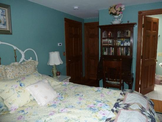 Eastgate Inn B&B: Pleasantly clean and comfortable room!