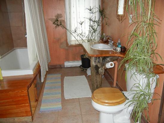 Domaine du Perchoir : chambre de bain moderne