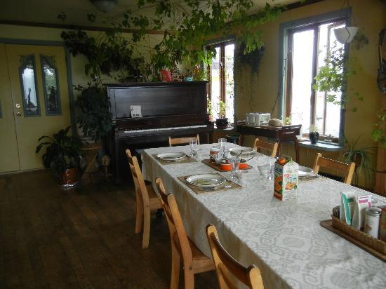 Domaine du Perchoir : talbe mise pour le déjeuner avec gout