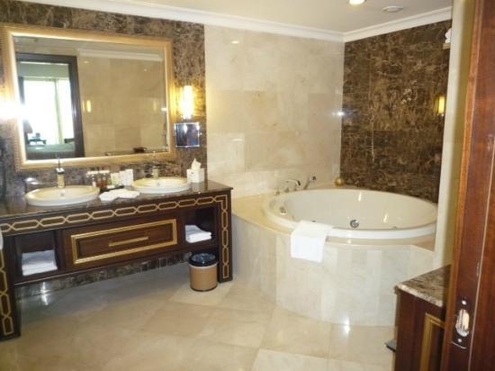 Crowne Plaza Istanbul Asia: バスルーム
