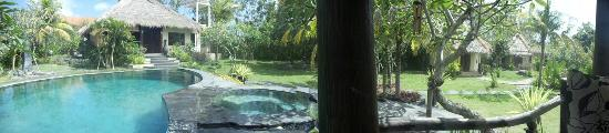 Lullaby Bungalows: Panoramic view from reception area