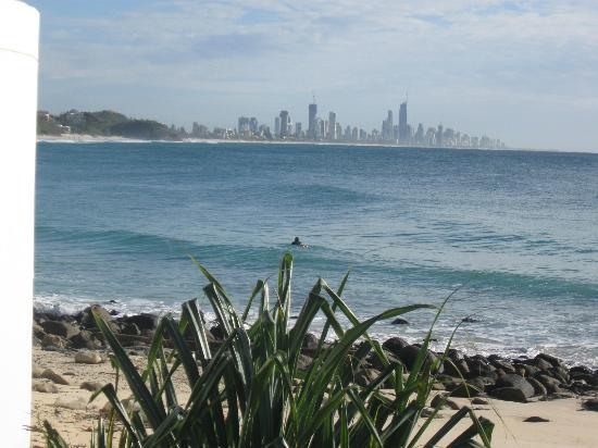 Burleigh Heads Beach: Looking back to Surfers Paradise