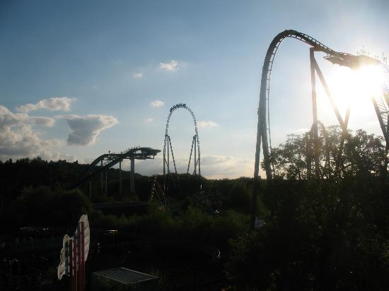 Chertsey, UK: tidal wave, stealth and swarm, sun is setting xxx