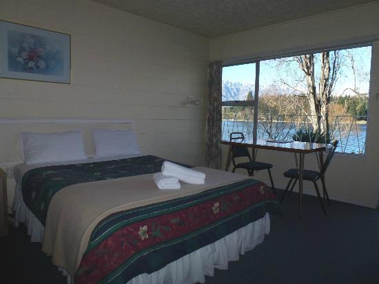 湖畔汽車旅館照片