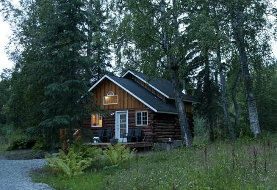 Denali Fireside Cabins & Suites: View of the Little Cabin in the Woods